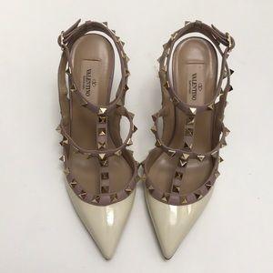 Valentino Garavani t-strap Rockstud heels in ivory